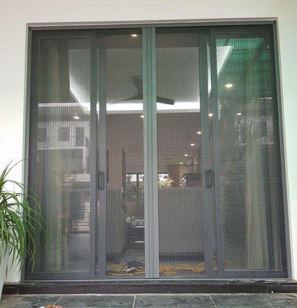 cửa lưới chống muỗi dạng xếp màu ghi nhôm xingfa
