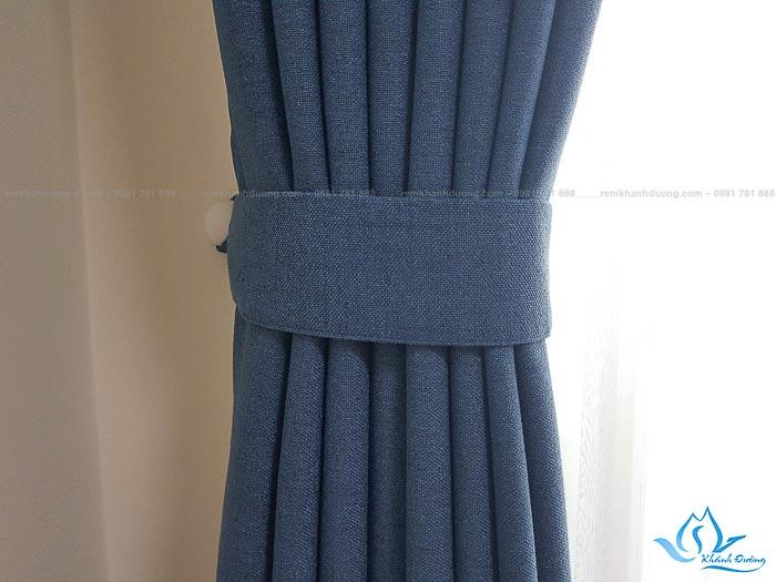 Bật mí chất liệu dày dặn của rèm vải HH504