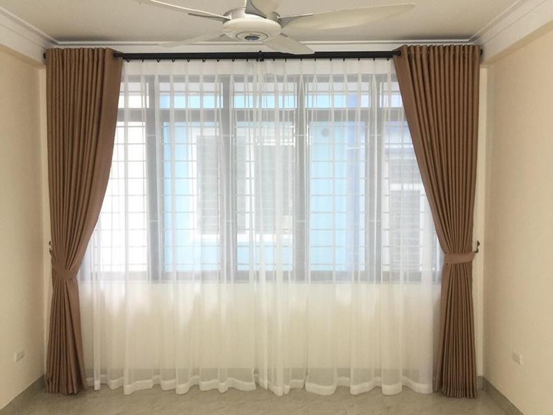 Rèm vải hai lớp màu nâu đẹp cho phòng khách tại Lạc Long Quân Tây Hồ Hà NỘI