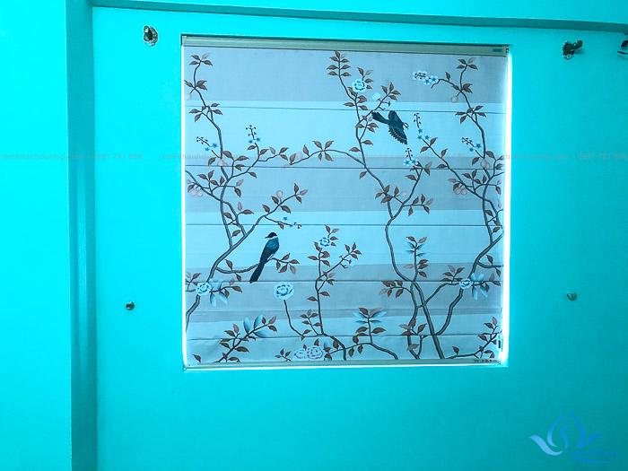 RM01 lắp đặt rèm roman họa tiết