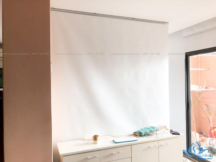Lắp đặt rèm cửa sổ cuốn chống nắng cho không gian nhà đẹp phố Đốc Ngữ