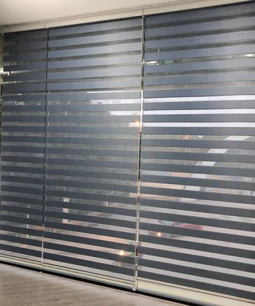 Rèm cầu vồng cản sáng loại tốt cho showroom ở Trương Công Giai ML 361