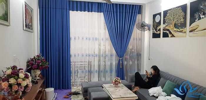 Rèm vải cửa sổ đẹp với phần yếm và voan in hoa