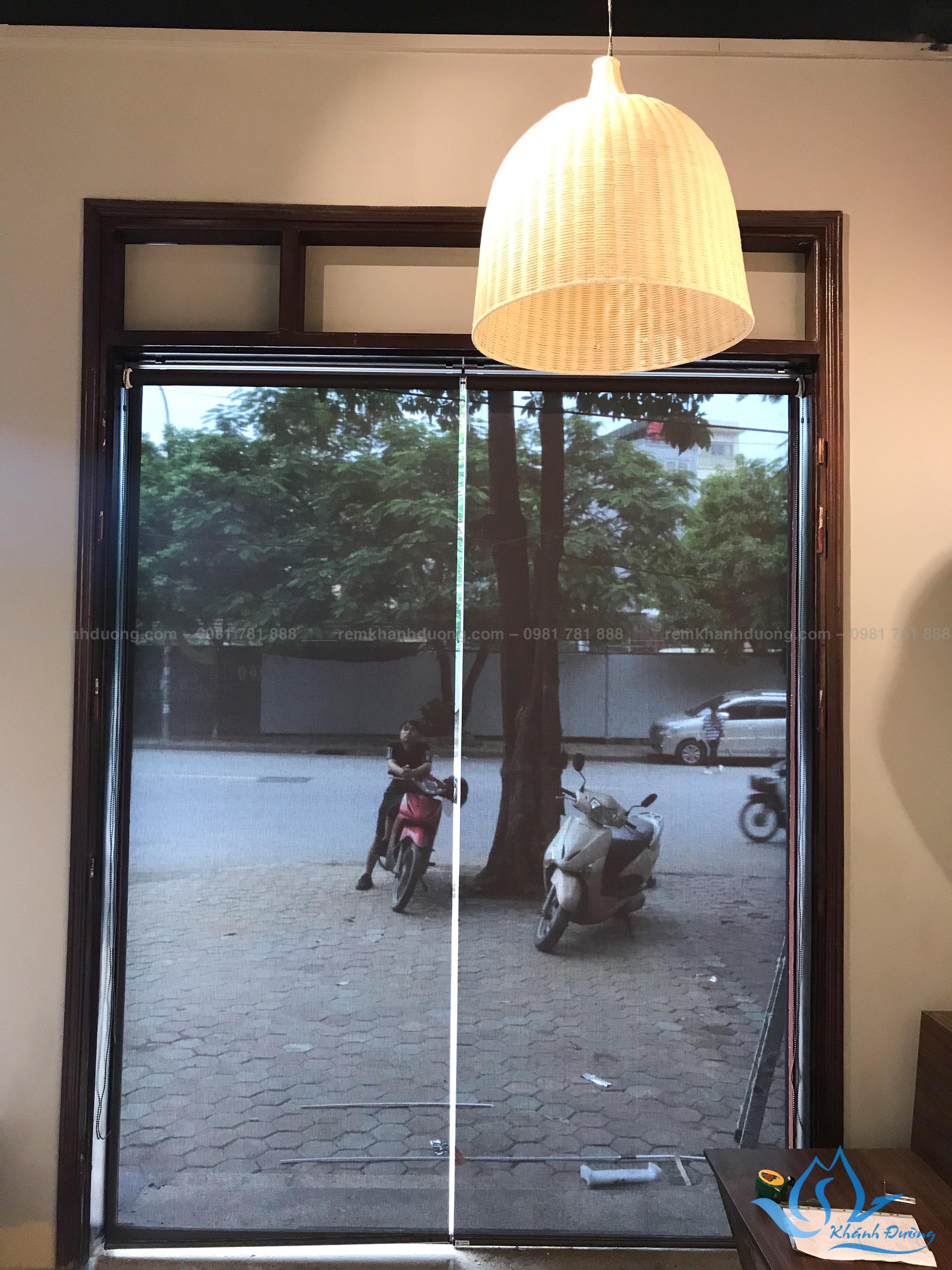 Lắp đặt rèm cuốn lưới cho quán cafe ở Nguyễn Cảnh Dị