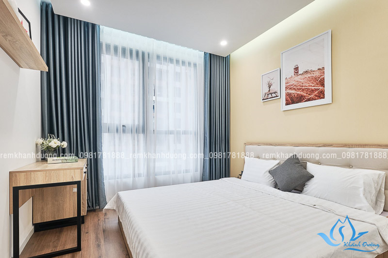Rèm phòng ngủ có màu xanh nhẹ nhàng đem lại cảm giác thoải mái và thư giãn cho người sử dụng