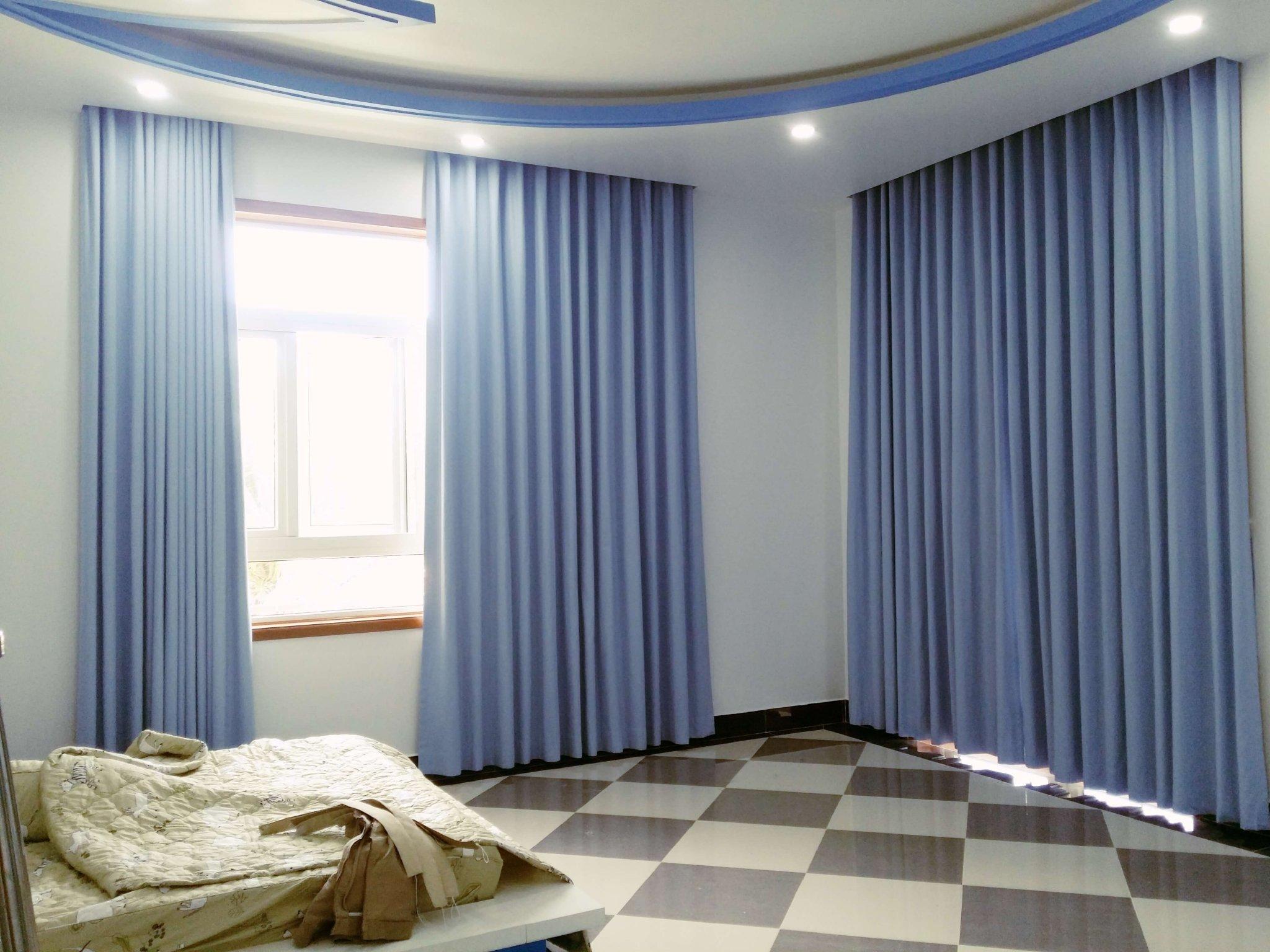 Mẫu rèm vải Bỉ nhập khẩu cao cấp RB – 26  làm từ vải Acica được nhuộm màu xanh chống nắng cực tốt cho phòng ngủ