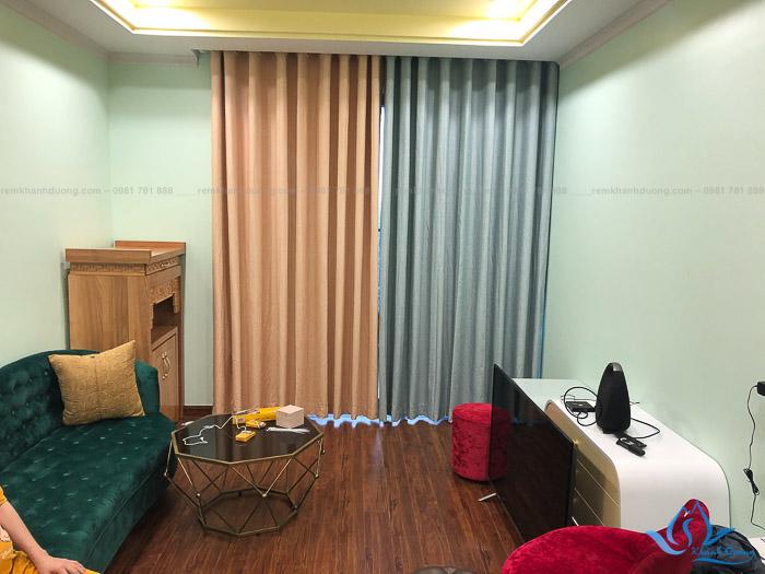 Lắp đặt rèm silicon phối màu đẹp chống nắng cho phòng khách chung cư phố Định Công, Hà Nội