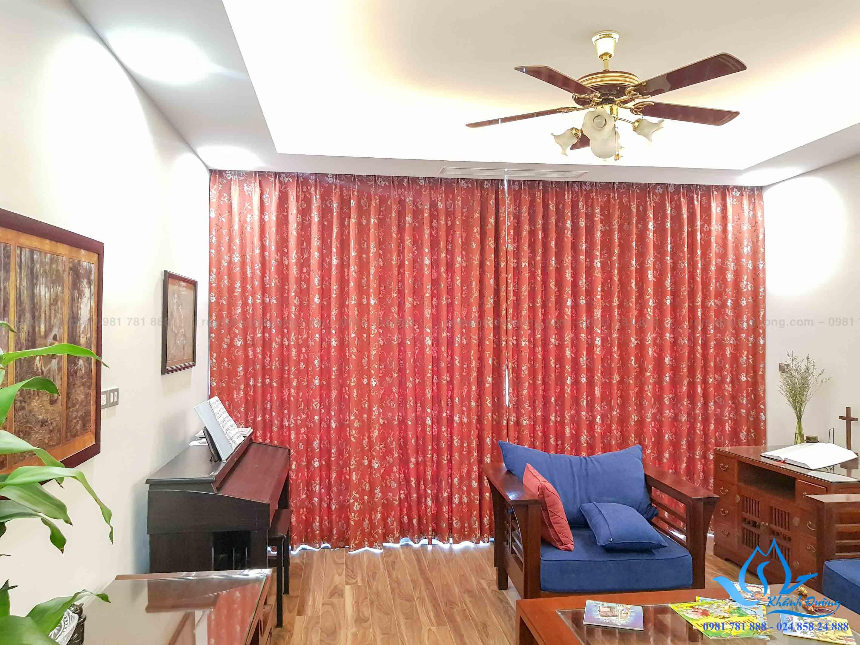 Mẫu rèm vải cao cấp 1 lớp Nhật Bản họa tiết đỏ nổi bật phòng khách