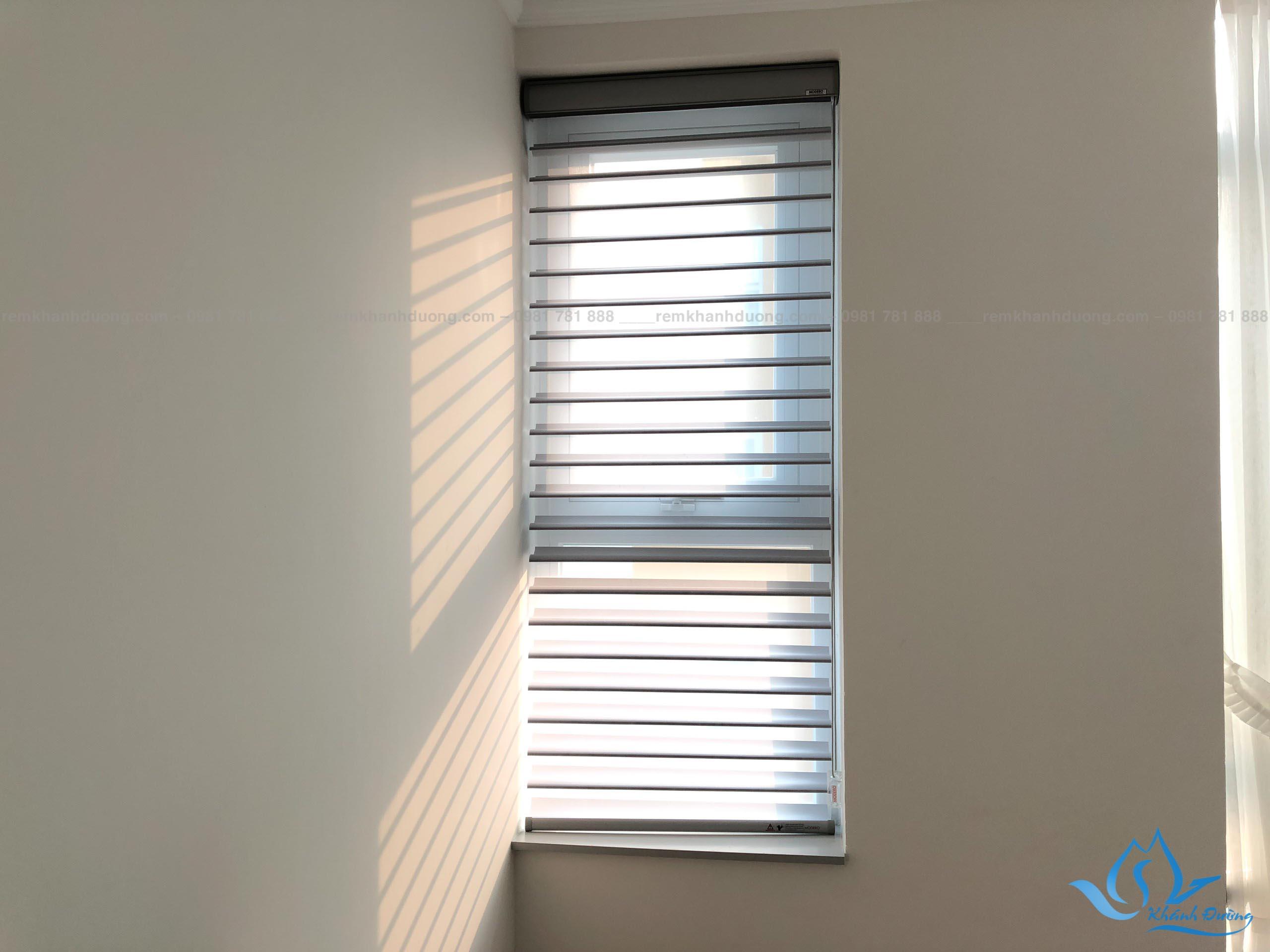 Mẫu 7 rèm cửa mành ngang màu ghi cao cấp tại Thanh Xuân
