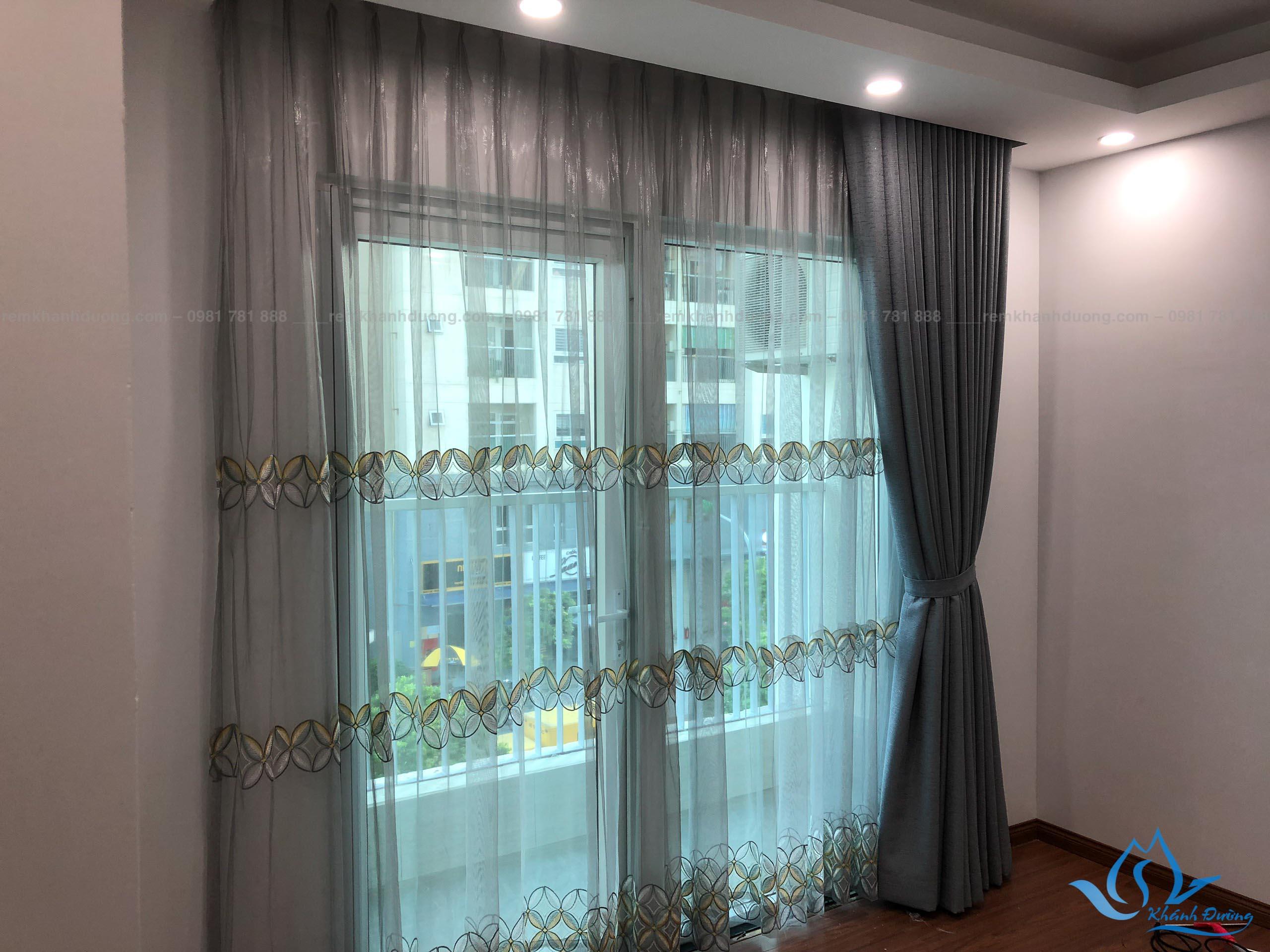 Mẫu 8 rèm voan họa tiết màu ghi mới tại Vinaconex 3