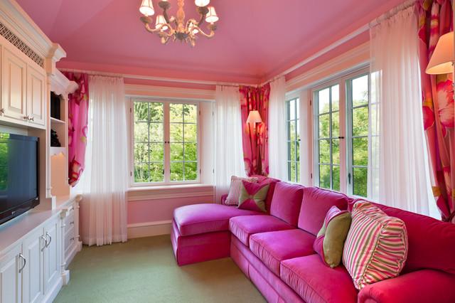 Rèm voan trắng nhẹ nhàng cho tường hồng