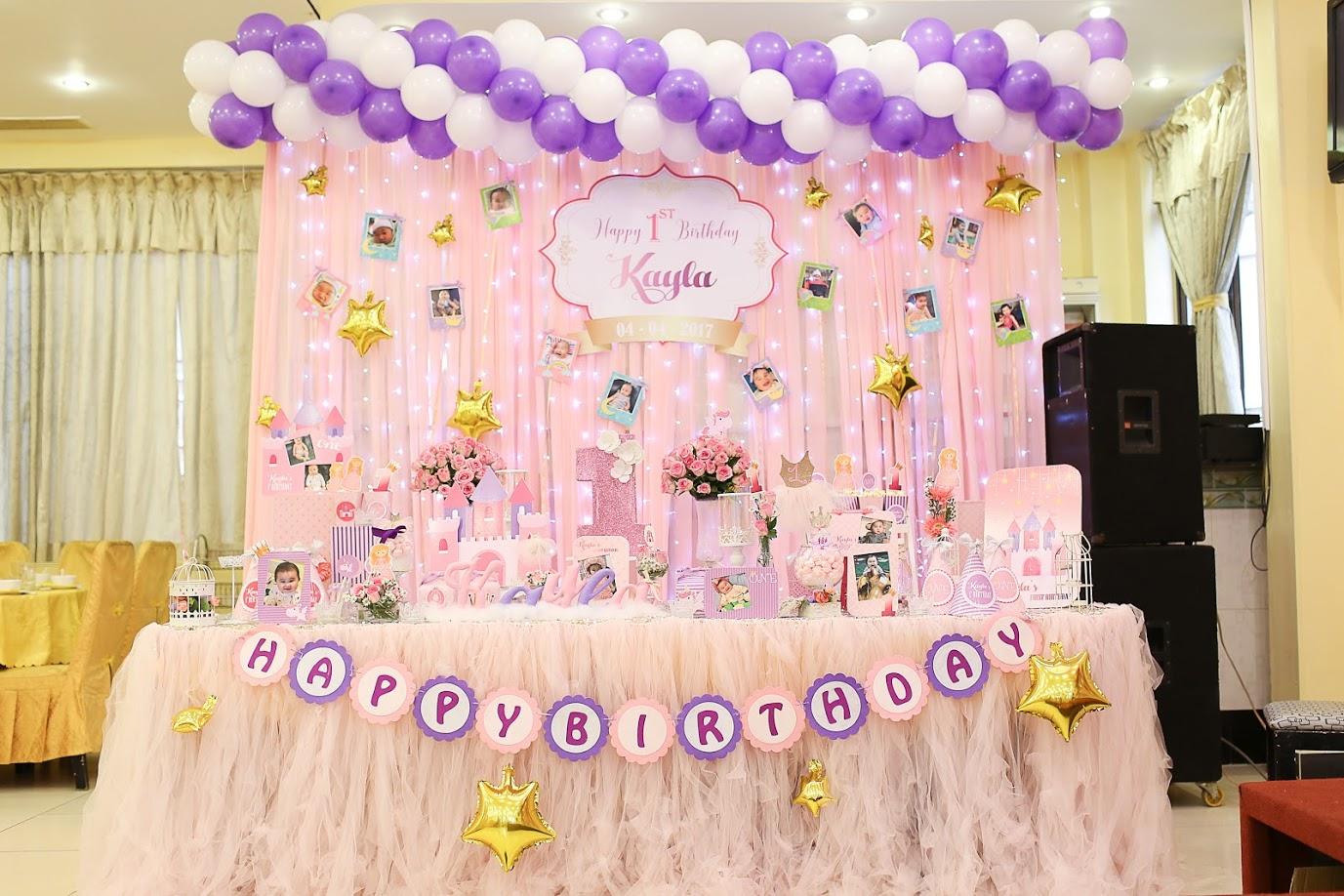 Rèm vải trang trí sinh nhật màu hồng cho bé