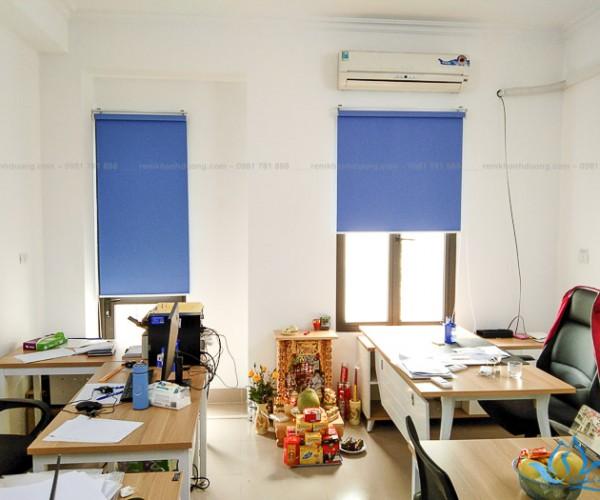 Mẫu rèm cuốn văn phòng xanh biển ấn tượng tại Nhân Hòa, Hà Nội RC10