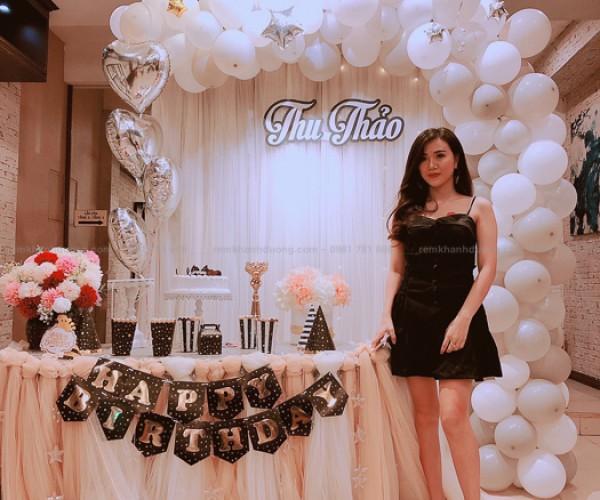 Mẫu rèm để trang trí sinh nhật siêu đẹp tại Nguyễn Chí Thanh-Đống Đa
