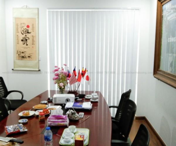 Rèm cửa lá dọc cho cửa sổ đẹp ấn tượng tại Nguyễn Tuân, Hà Nội KL-99
