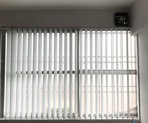 Rèm lá dọc cửa sổ cho văn phòng làm việc cao cấp tại Hoàng Ngân