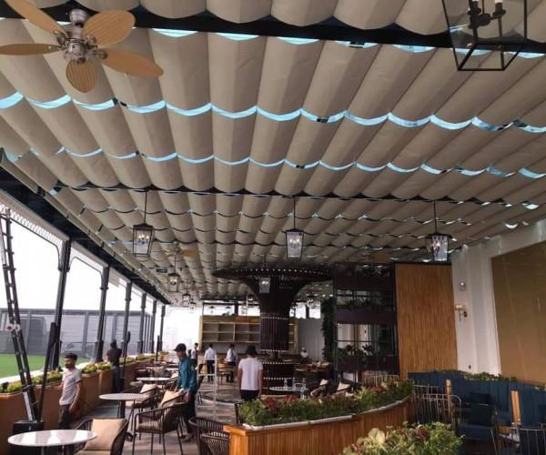 rèm trần che mái kính cho quán cafe tại sân golf Long Biên