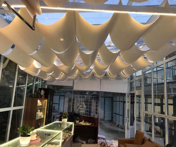 rèm trần che mái kính chống nắng cho nhà hàng RVT 045