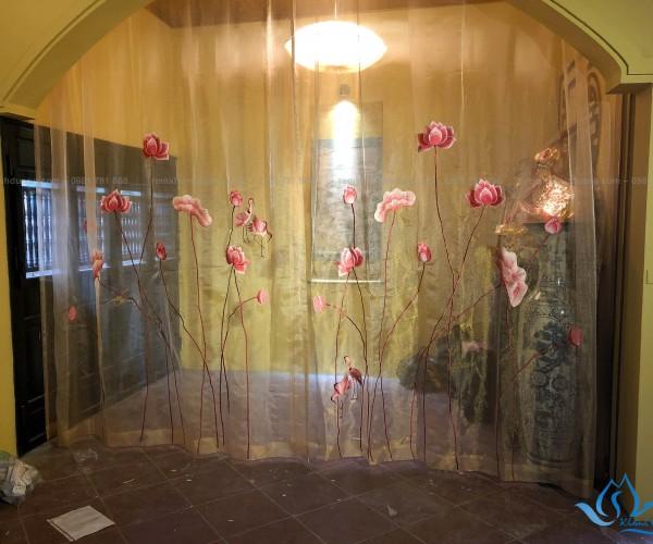 Rèm vải phòng thờ kiểu voan thêu hoa sen mã VT 28 ở Quốc Oai