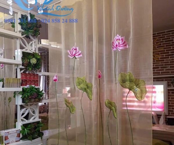 Rèm cửa voan thêu hoa sen cho spa sang trọng tại phú thọ